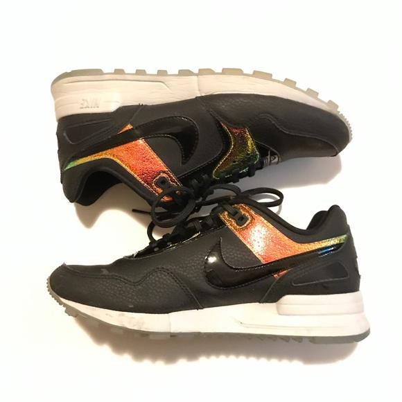 11ee3769b1e Nike black and gold Air Pegasus 89 EUC. M 5a512c0b3a112e3ef601bbde